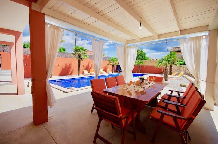Beautiful villa with extra big pool