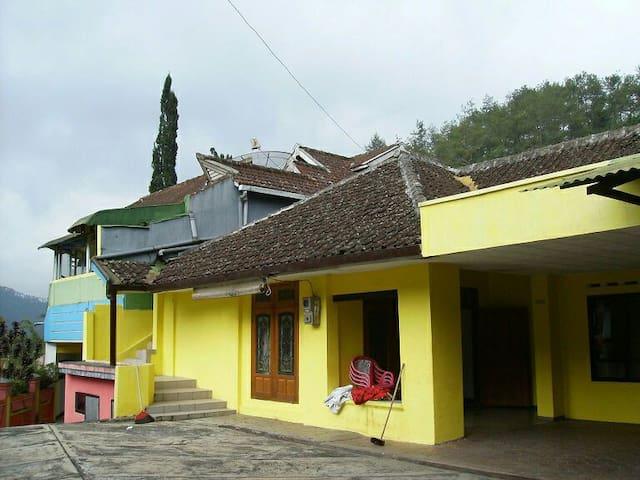 Villa Margo Mulyo - Batu