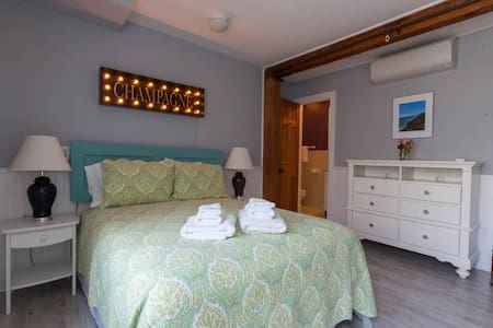 The Bellevue House, Teddington Room