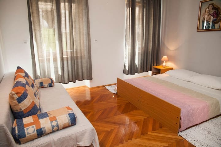 1.-Room in the Diocletian's Palace