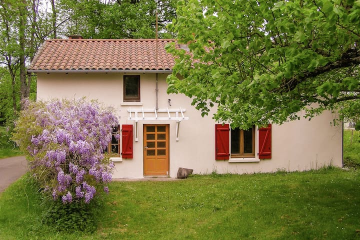 Cozy and comfortable cottage with three shady limetrees in the garden.