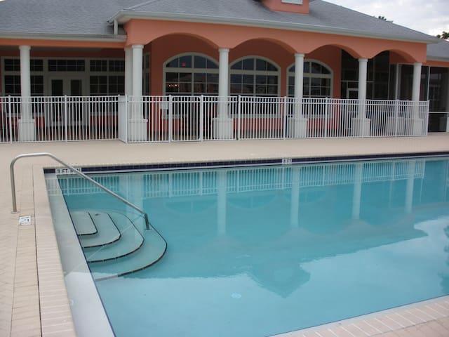 Florida Dream Vacation- Luxury Apt