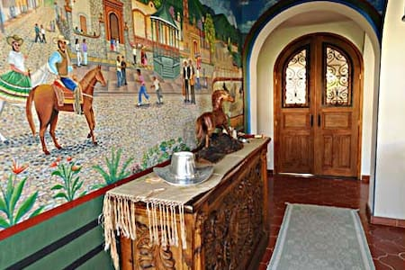 5 star Master with 2 en suite baths - Ajijic - Bed & Breakfast