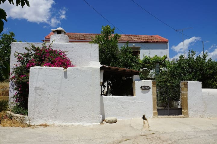 traditional cretan house wth garden - Βώροι - Rumah