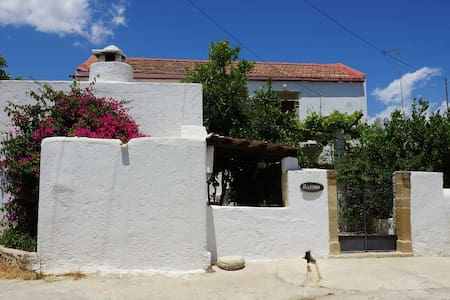 traditional cretan house wth garden - Βώροι