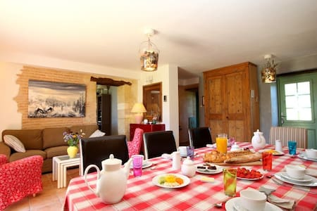 Avitus in an old farmhouse  - Saint-Avit-Sénieur - Bed & Breakfast