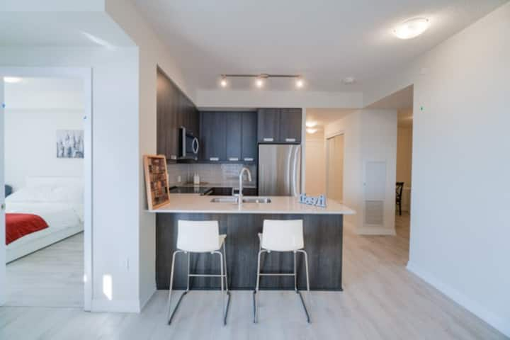 A Stunning Brand New Apartment 2 bed + Den +2 Bath
