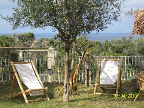 Studio,sea view,parking,garden, 10 min walk beach.