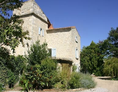 XVIII century home in the garden - Saint-Gervasy - Bed & Breakfast