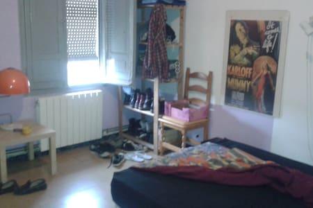 Habitación doble en Lleida. - Lérida