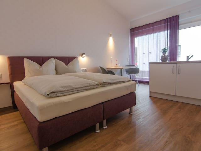 Gästehaus HEIMELIG, (Herbolzheim), Berggass, 25qm mit Dusche/WC