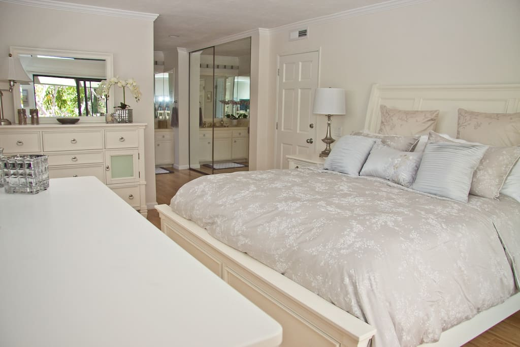 Bright, spacious, dreamy Master Bedroom with King size bed and smart TV. There is a balcony with furniture and a view of the Canal!!!