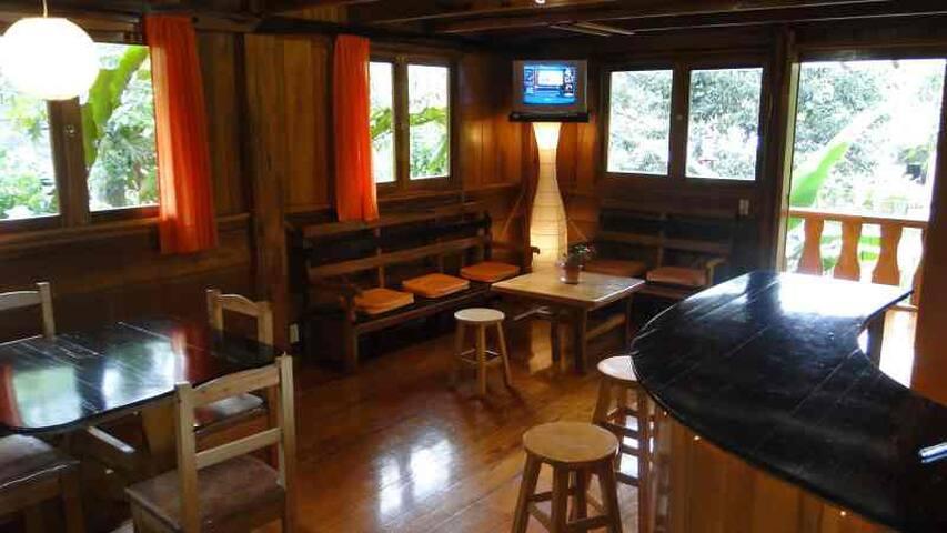 Bonita y lujosa casa de madera - Mindo - Casa
