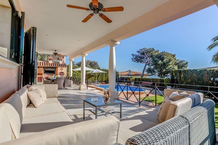Elegant Villa with dream sea views closed to Palma