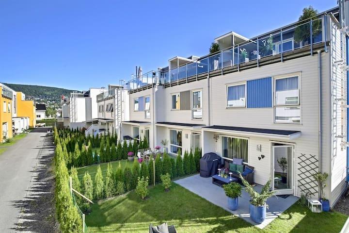 Ny leilighet med takterrasser sentralt i Drammen. - Drammen - Apartamento