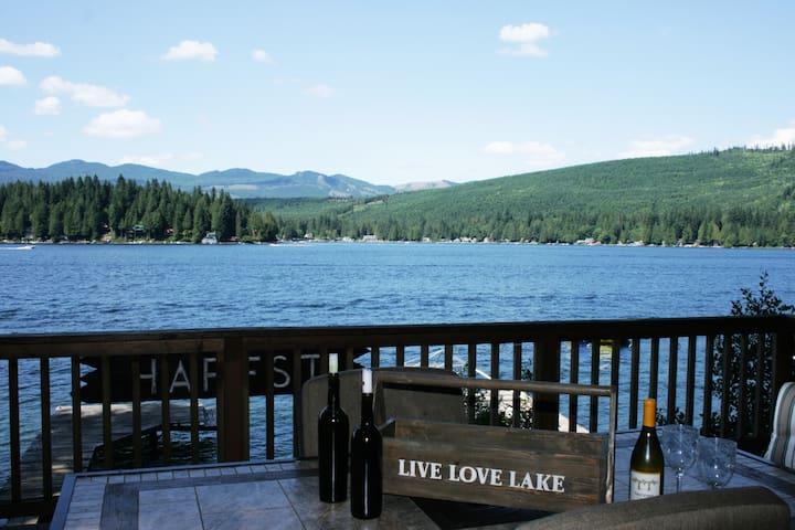 Peaceful Rustic cabin on Lake Cavanaugh!