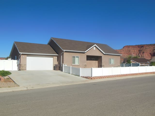 3BD/2Bath Home near 3 Nat'l Parks - Kanab - House
