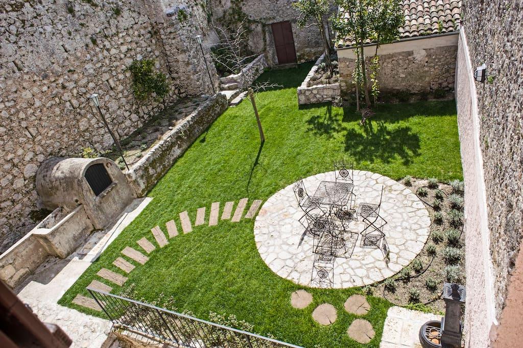 Casa con giardino parco d 39 abruzzo ville in affitto a vicalvi lazio italia - Casa con giardino milano ...