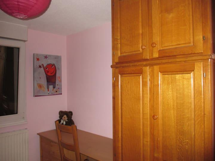 Belle petite chambre dans un logement  en duplex