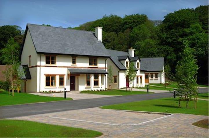 Fota Island Resort 4 Bed Superior Courseside Lodges Sleeps 7, Fota Island Resort, Cork - Sleeps 7 - Fota Island - Talo