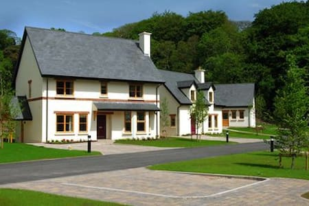 Fota Island Resort 4 Bed Superior Courseside Lodges Sleeps 7, Fota Island Resort, Cork - Sleeps 7 - Fota Island - House