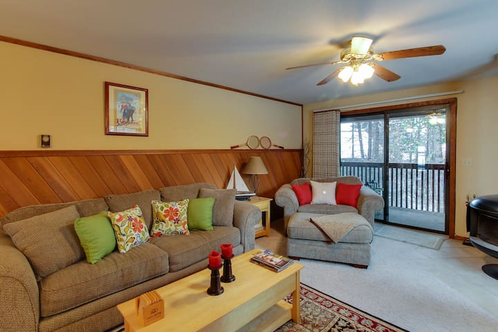 Well-stocked condo w/ a wood stove & shared tennis!