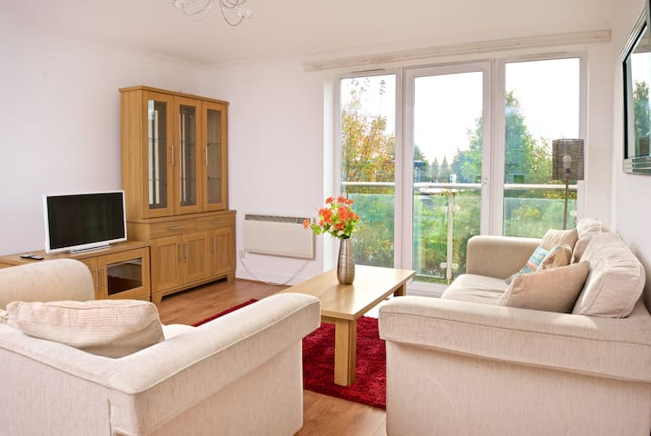 E1PB Jacuzzi Bath - Double Bed, 8 min from Airport