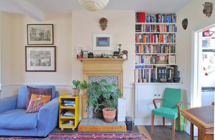 Double room in artistic shared flat, Bankside