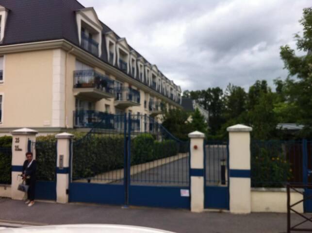f2 dans résidence haut standing - Le Plessis-Trévise