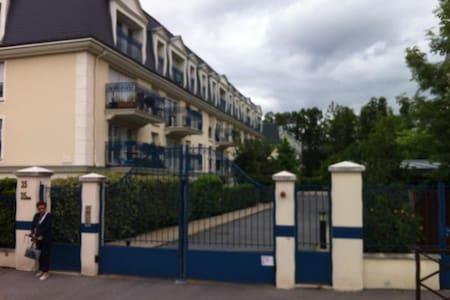 f2 dans résidence haut standing - Le Plessis-Trévise - Flat