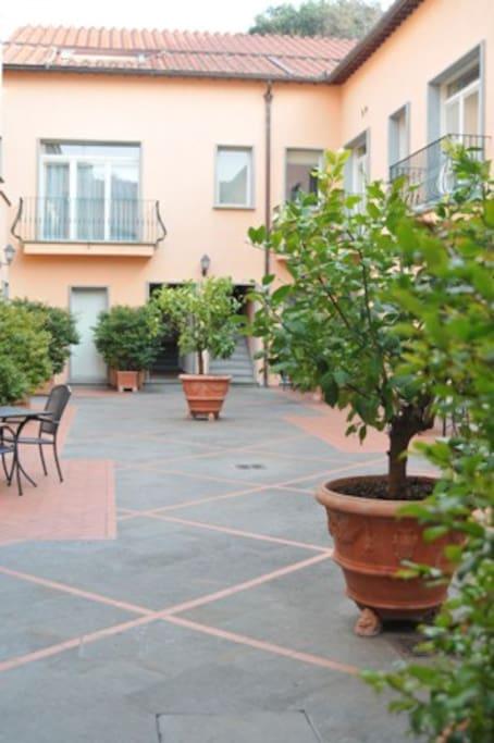 Florence Tiziano CourtyardApartment