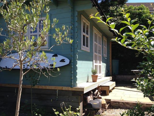 Spacious, secluded garden studio; - Brighton - Chalet