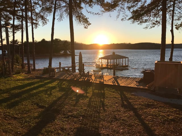 LAKE KEOWEE CABIN Near Clemson Univ. - Waterfront! - Six Mile - Cabin