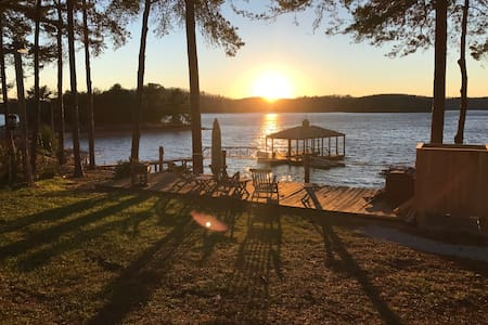 LAKE KEOWEE CABIN Near Clemson Univ. - Waterfront! - Six Mile - Zomerhuis/Cottage