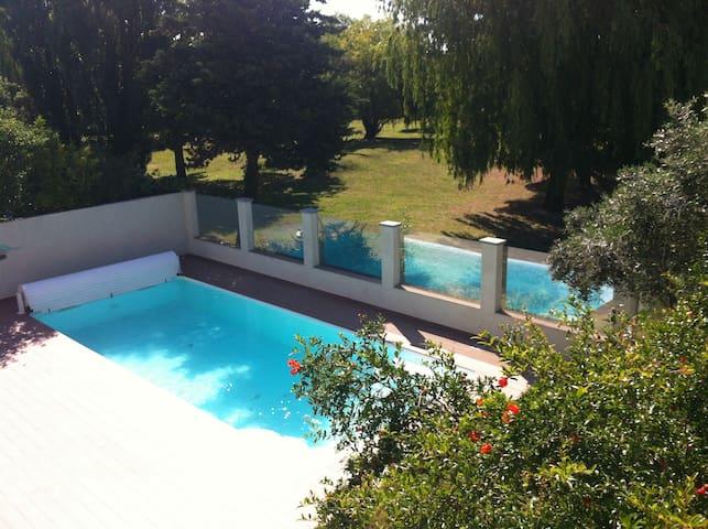 Villa avec piscine, vue magnifique sur parc,10 P - Lattes - Villa