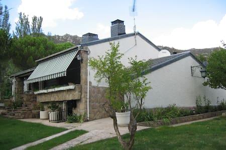 CHALET  EN BECERRIL DE LA SIERRA - Becerril de la Sierra - Villa