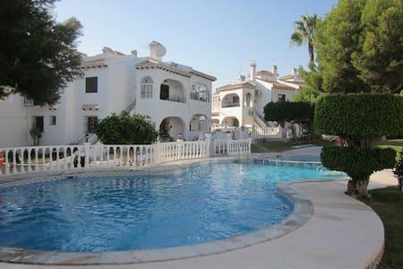 House with pool, playa de la Mata, wi-fi - Torrevieja - Mökki