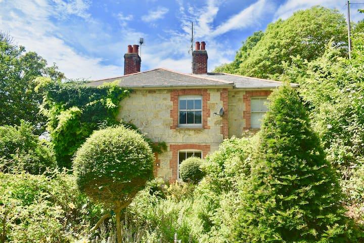 Enchanting Victorian Coastal Cottage