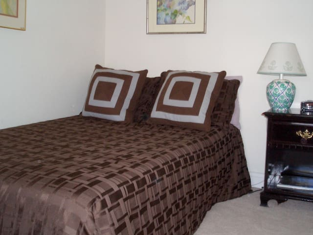 Middle bedroom; this is a double bed!