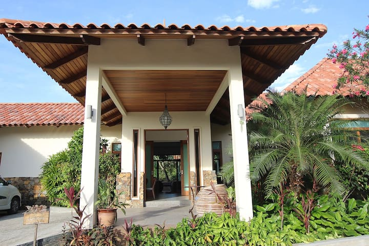 Peace Haven: Hibiscus Villa 2.
