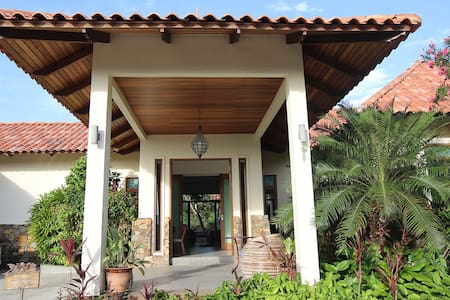Peace Haven: Hibiscus Villa 2. - Langkawi - Bed & Breakfast
