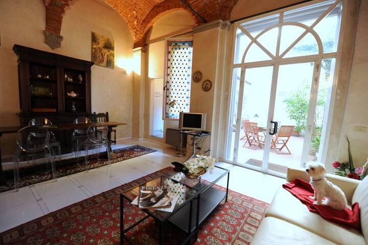 Gelsomino, ground floor with courtyard,  San Marco - Firenze - Leilighet