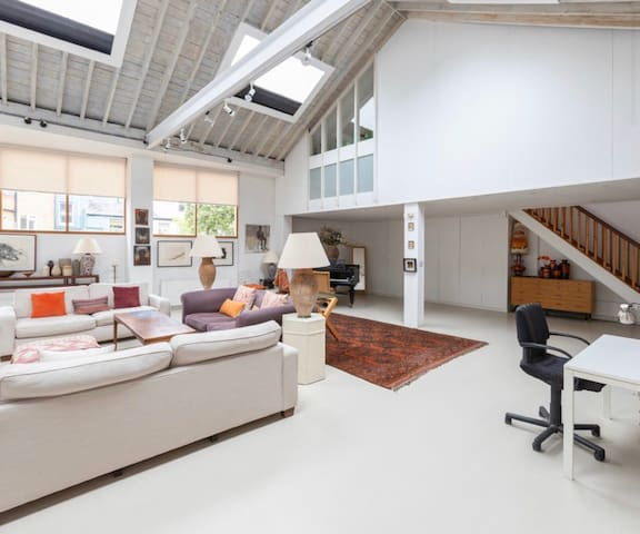 2000sq ft Unique, spacious and bright loft house