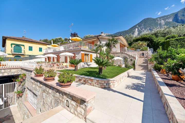 La Cioca -Trilo 4 - piscina ,  giardino , garage