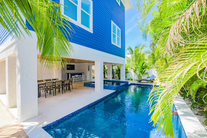 Brand-new 7 bedroom luxury home! Rooftop deck, pool, great location near beach!