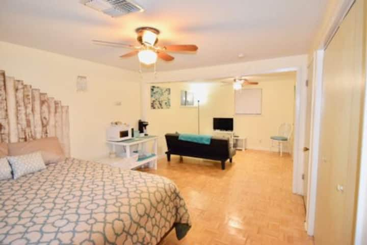 Large Family Friendly Private Upstairs