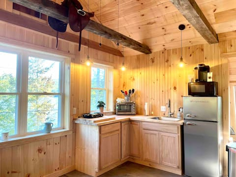 Lovely loft; water front, white mts, lakes region