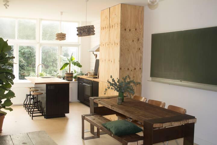 Hip and Spacious Apartment: Cuende Floristica - Rotterdam