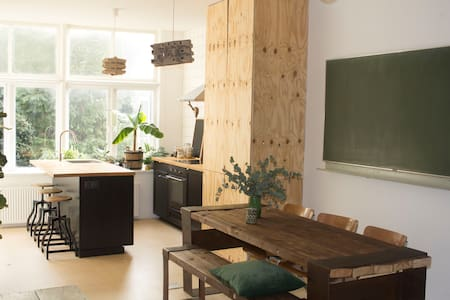 Hip and Spacious Apartment: Cuende Floristica - Rotterdam