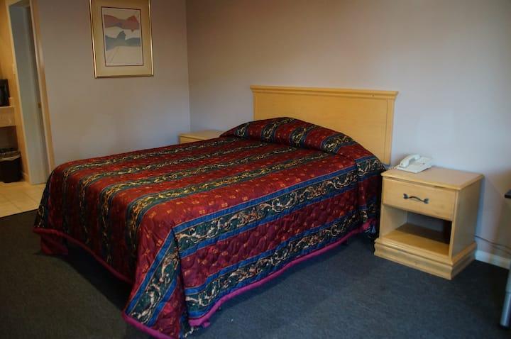 Private room & bath @ dt; walk to beach 2A